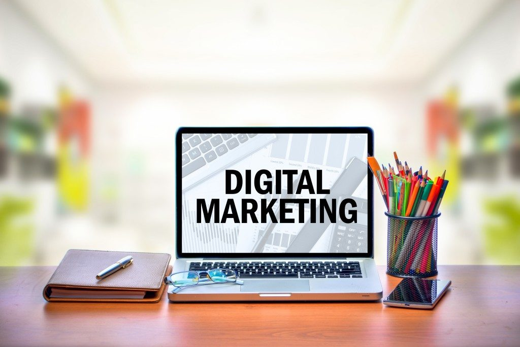 digital marketing on laptop