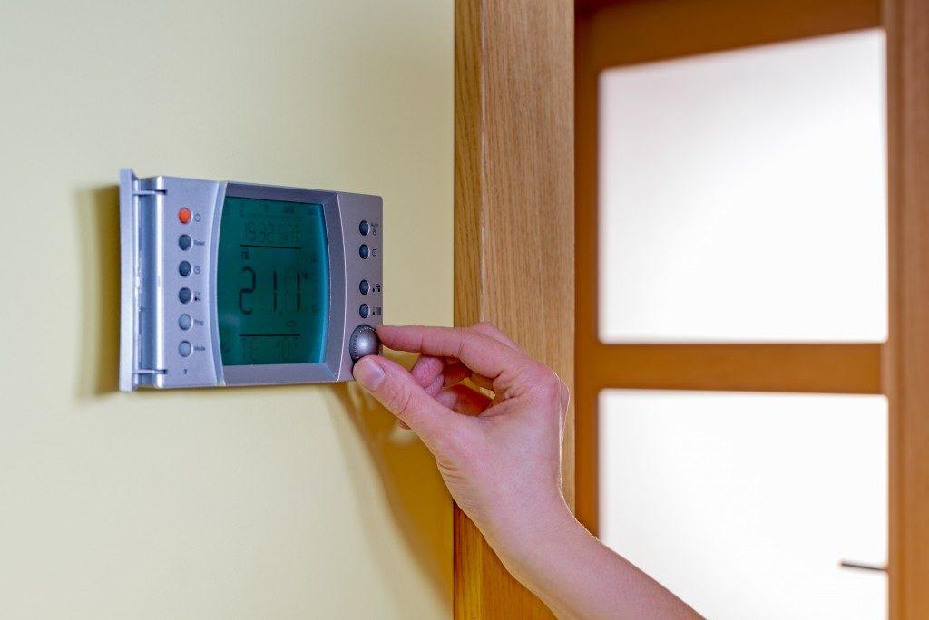 Temperature regulator at home